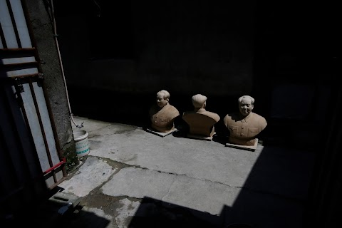 Busts of leaders a hit in China's porcelain capital
