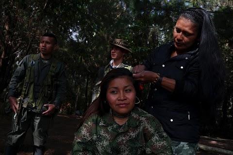 FARC rebels give up guns