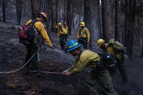 Oregon inmates find redemption in fighting wildfires