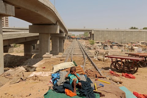 Karachi rail revival faces shanty town delay