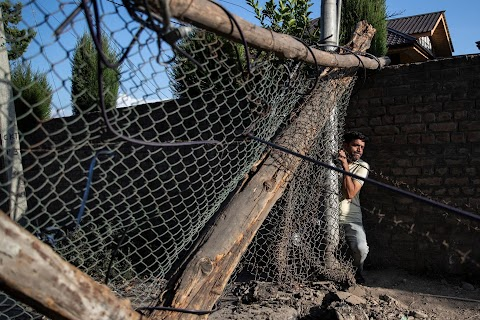 Barricades and books in restive Kashmir neighbourhood