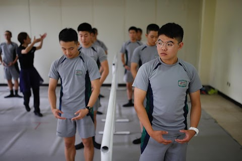 South Korean troops swap boots for ballet shoes