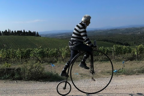 Vintage cycling in Tuscany