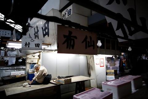 As historic Tsukiji market closes, fishmongers mourn