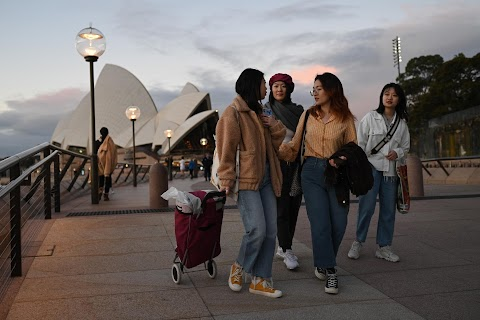 Chinese students in Australia head home as coronavirus upends study