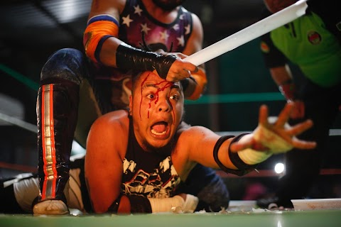 Barbed wire, glass and masks: Mexico's lucha extrema
