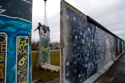 Berliners defend their wall