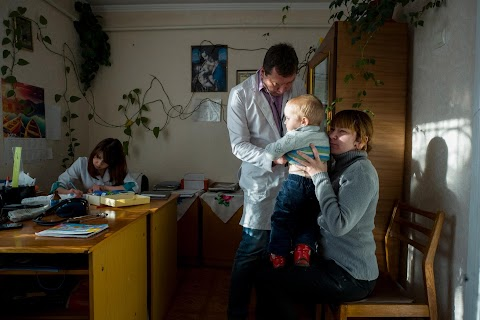 Ukrainian doctor struggles with lack of resources