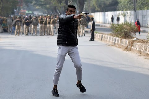 A gunman shoots at New Delhi protesters
