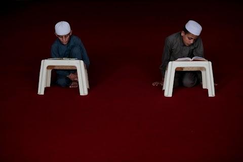 Pakistan debates how to fill education gaps