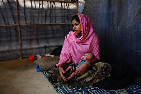 Young Rohingya mothers flee persecution
