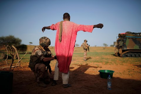 French troops in Mali campaign face storms, mud, mistrust