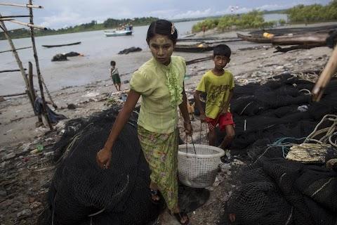 China woos Myanmar hardliners