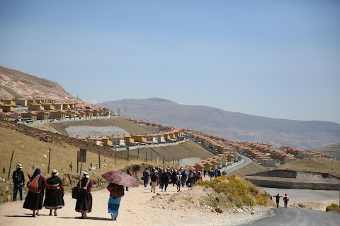 Relocated Peru villagers spurn shiny new town