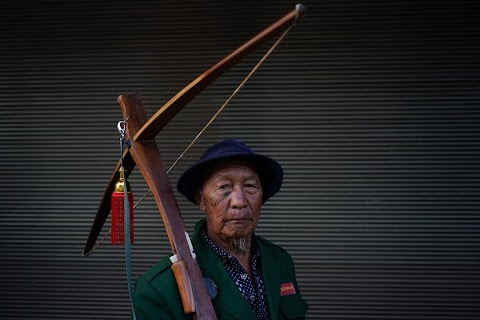 China's Lisu aim to save crossbow culture