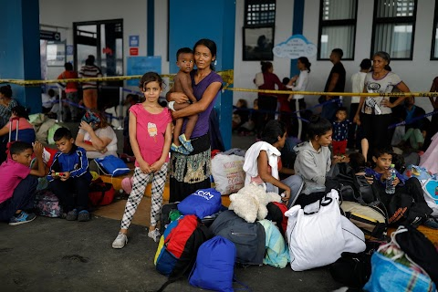 Venezuelan mothers, children in tow, rush to migrate