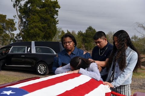 \u0027I just ask God to help me\u0027: Texas funeral home crushed by death as U.S. COVID toll nears 500,000