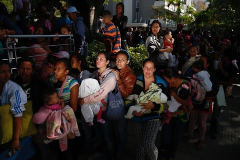 Venezuela: queueing to survive