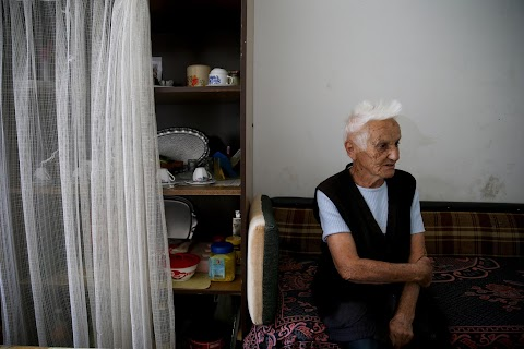 Displaced Bosnians blame politicians for their woes