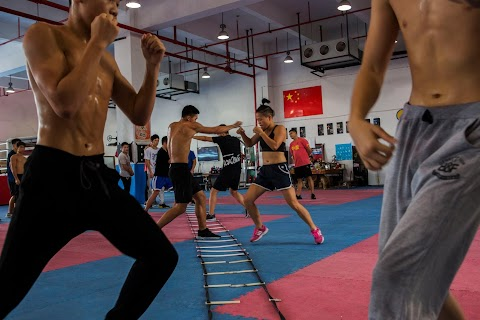 Chinese boxer trounces stereotypes to become 'Queen of the Ring'