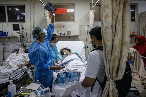 27 hours: a life-and-death shift with a young doctor in COVID-hit India
