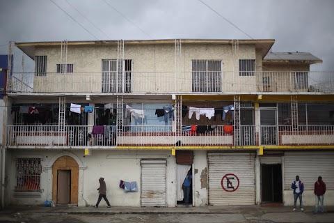 Haitian migrants seek new home on Mexico - U.S. border