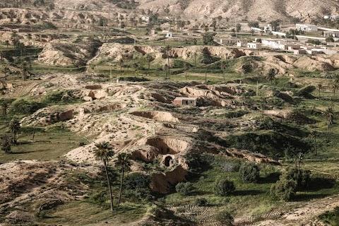 Last residents hold on in Tunisia\u0027s underground houses