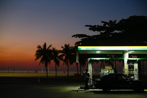 At the pump - the world fills up