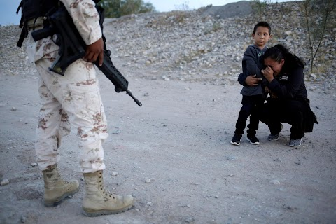 Guatemalan mother begs soldier to let her enter U.S.