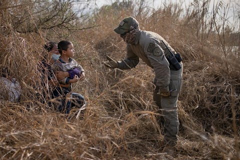 Capturing the moment a Texas state trooper reaches out to a young migrant