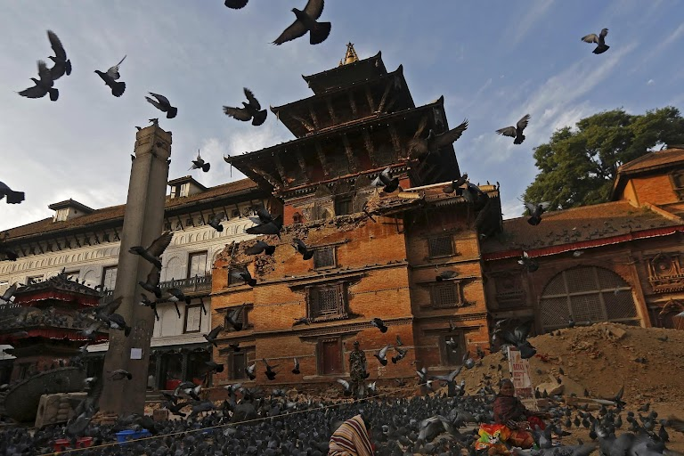 After the quake | The Wider Image | Reuters