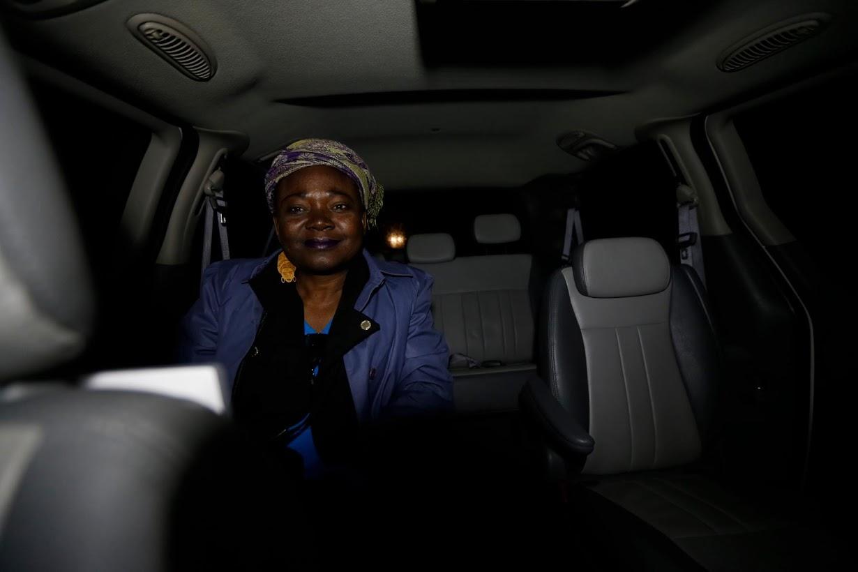 タクシーに乗り込んだハイチ系の女性。4月撮影(2017年 ロイター/Christinne Muschi)