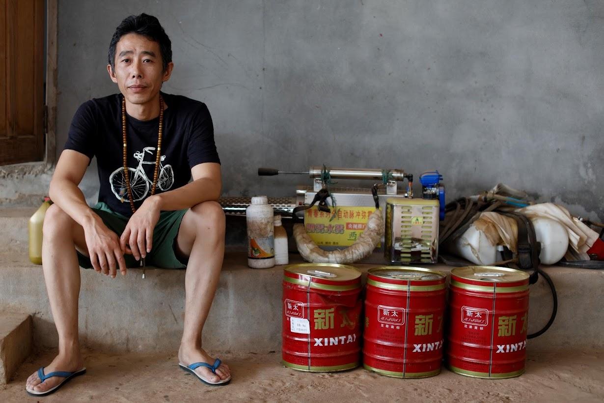 バナナ農園を共同所有するZhang Jianjunさん(2017年 ロイター/Jorge Silva)