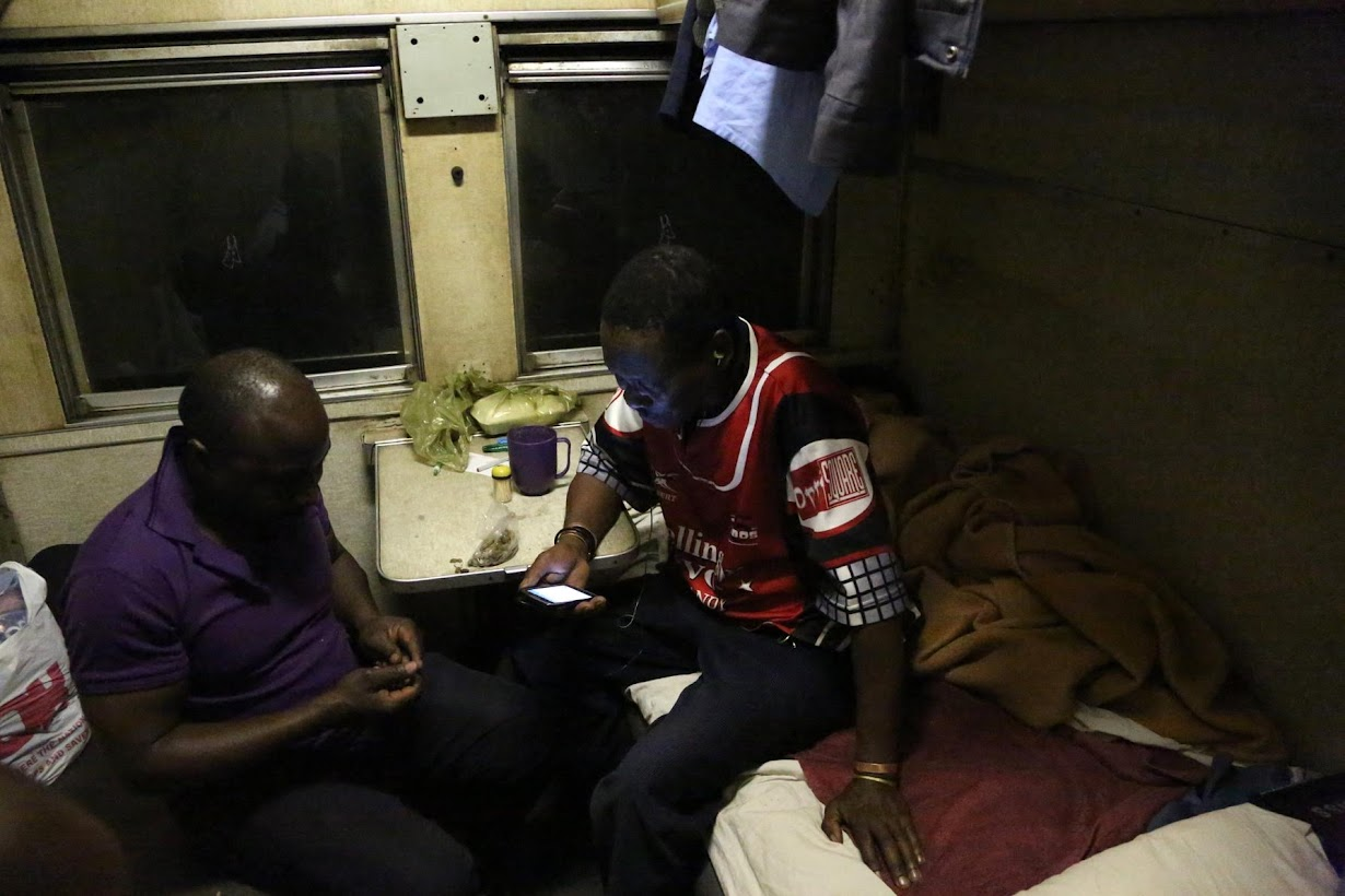 Suasana di dalam Kereta Api Zimbabwe